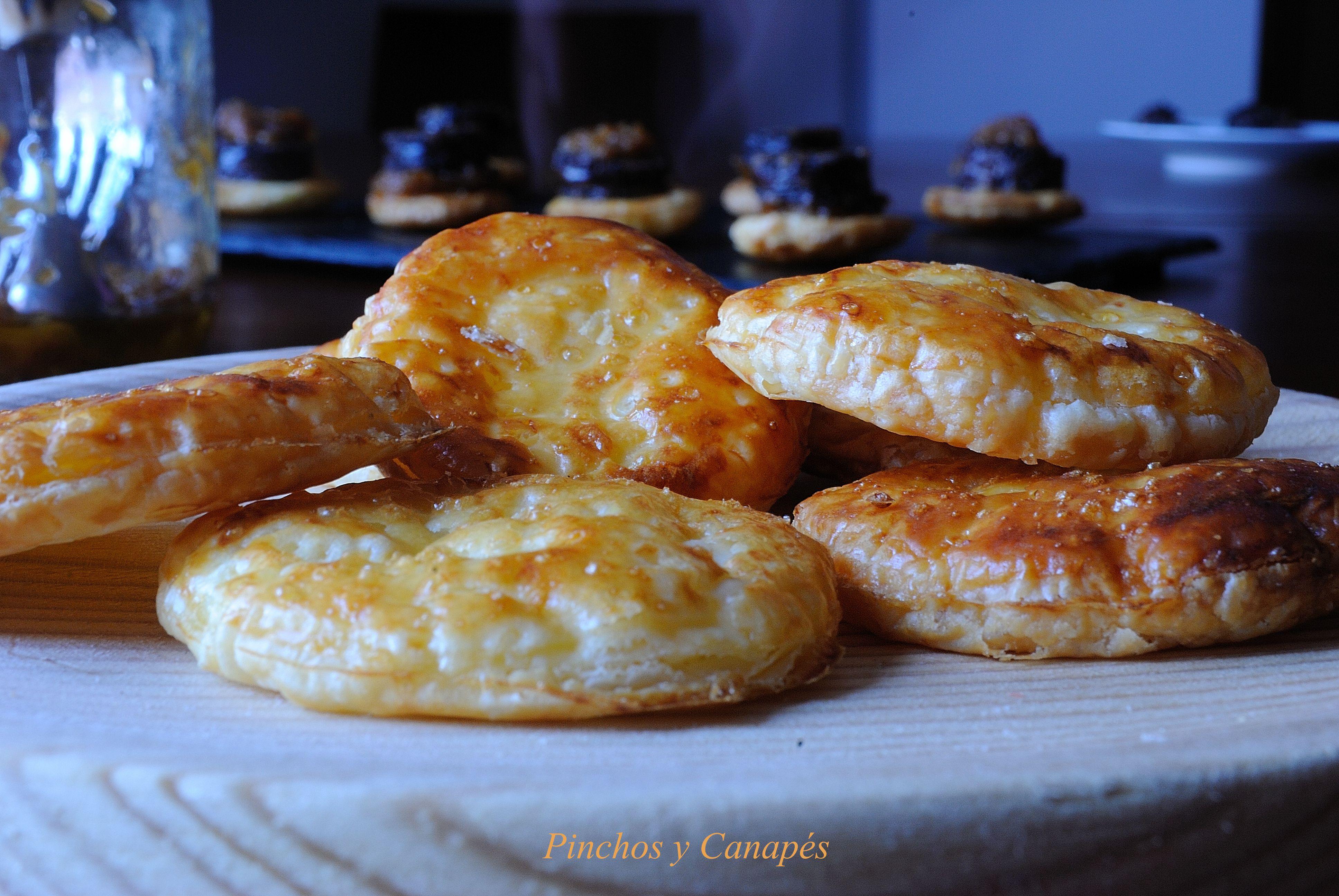 Canap s de morcilla de burgos con cebolla caramelizada y for Canape de pate con cebolla caramelizada